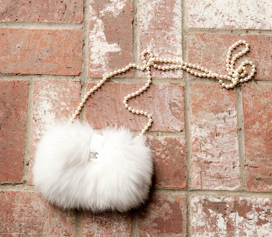 http://1.bp.blogspot.com/-oH32AuAMaUI/T0KaMTbHWKI/AAAAAAAADPc/NGv3j5GPmYU/s1600/Cher_Coulter-23-full.jpg