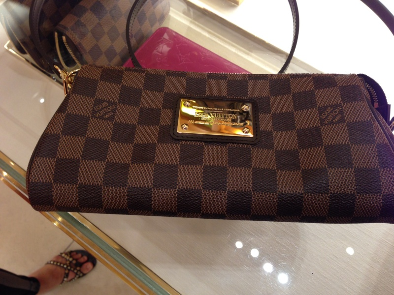 huge purse - Purse Princess: Comparison Pictures from the LV Store by Kim & Maja