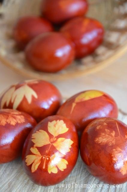 Jajka gotowane w łupinach cebuli