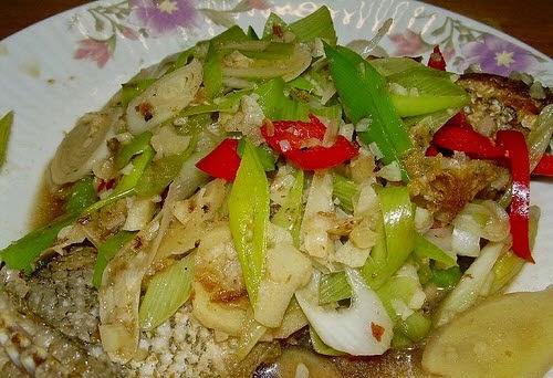 Pan Fried Fish with Leek Sauce (Cá Chiên Sốt Tỏi Tây)