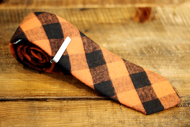 "Ivy Prepster ""Anchor Bar"" Tie Pin 5,400yen Ivy Prepster ""Contingent Hounds"" Neck Tie 12,960yen"