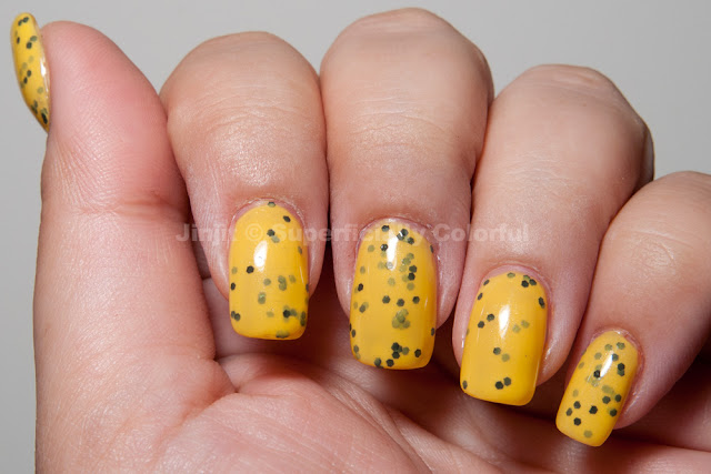 Bee - The nail Junkie