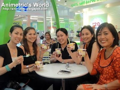 Mommy bloggers at Tutti Frutti Frozen Yogurt at SM Hypermarket Pasig
