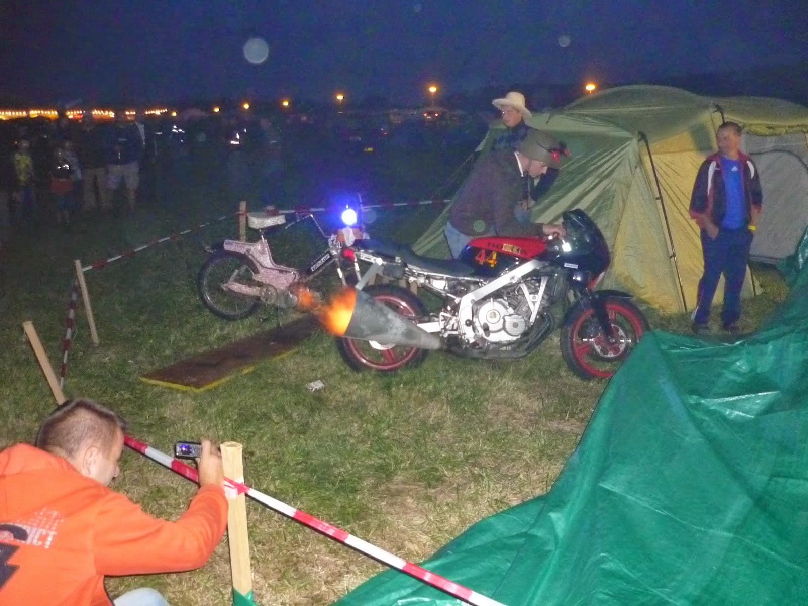 noche en el camping del circuito de brno