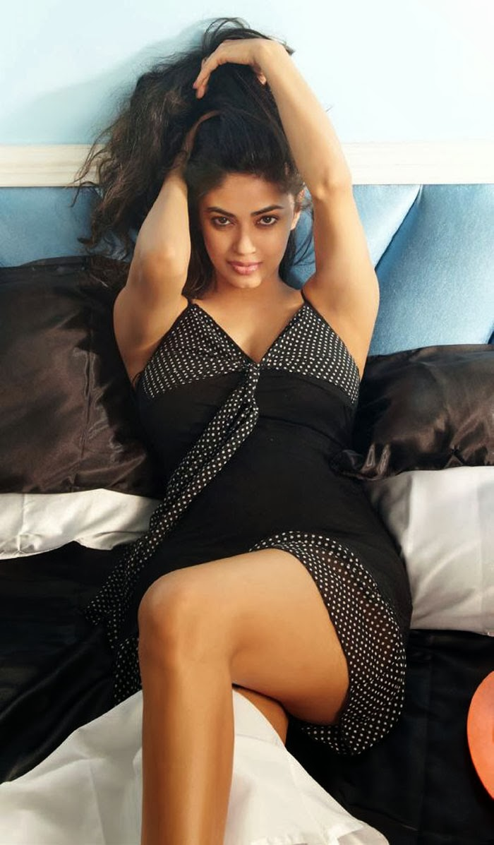 Cousin of Priyanka & Parineeti Chopra :  Meera Chopra's Latest FHM Magazine Photoshoot