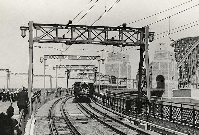 First passenger train to cross Sydney Harbour Bridge upon opening