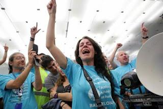 El juez ordena desalojar el local de Telefónica ocupado por los huelguistas de Movistar en Barcelona