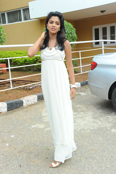 amala paul spicy galley in white dress at event glamour  images