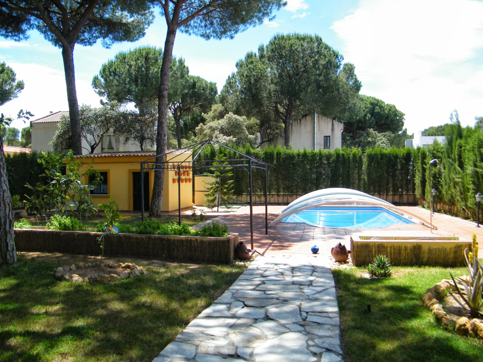 Grandes chalets en sevilla vivienda en la juliana for Piscina ciudad jardin sevilla