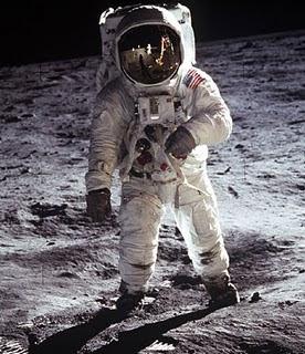 أطول فتره بقى الانسان على سطح القمر؟