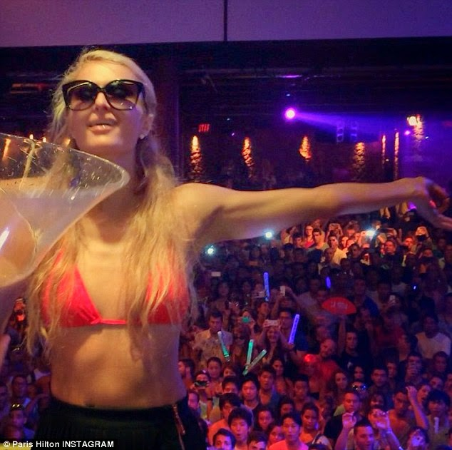 Paris Hilton Ice Bucket Challenge bikini 72bidadari.blogspot.com
