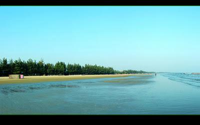 Bãi biển Trà cổ kéo dài từ Sa Vĩ đến Mũi Ngọc