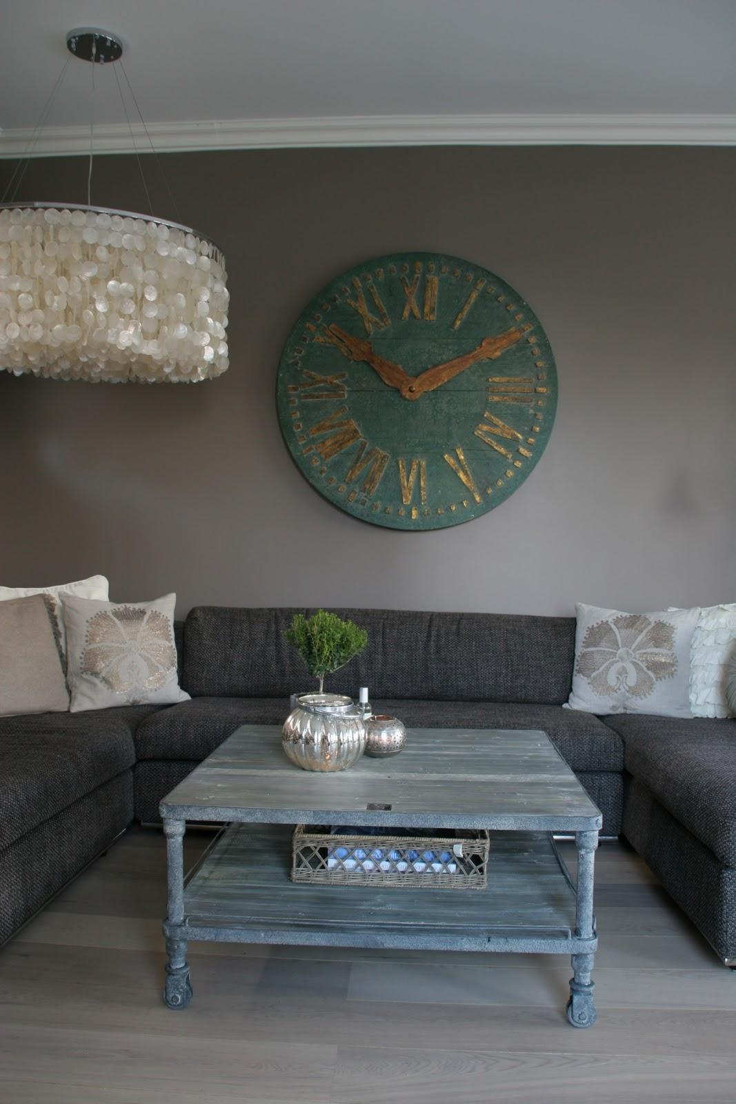 nytt bord villa von krogh. Black Bedroom Furniture Sets. Home Design Ideas