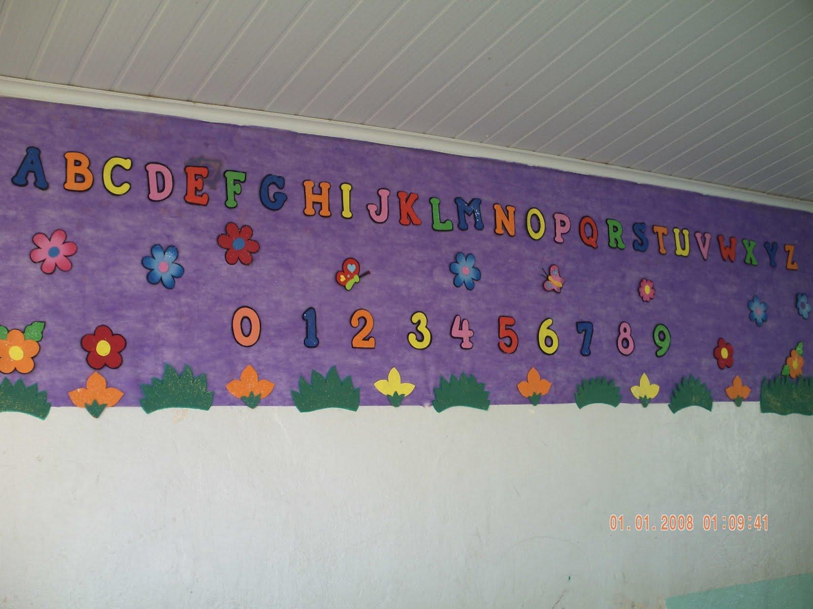 Cria es em e v a painel alfabeto e numerais for Mural de isopor e eva