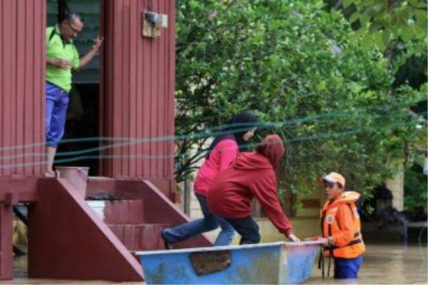 Segamat dan Tangkak dilanda banjir, 74 mangsa dipindahkan