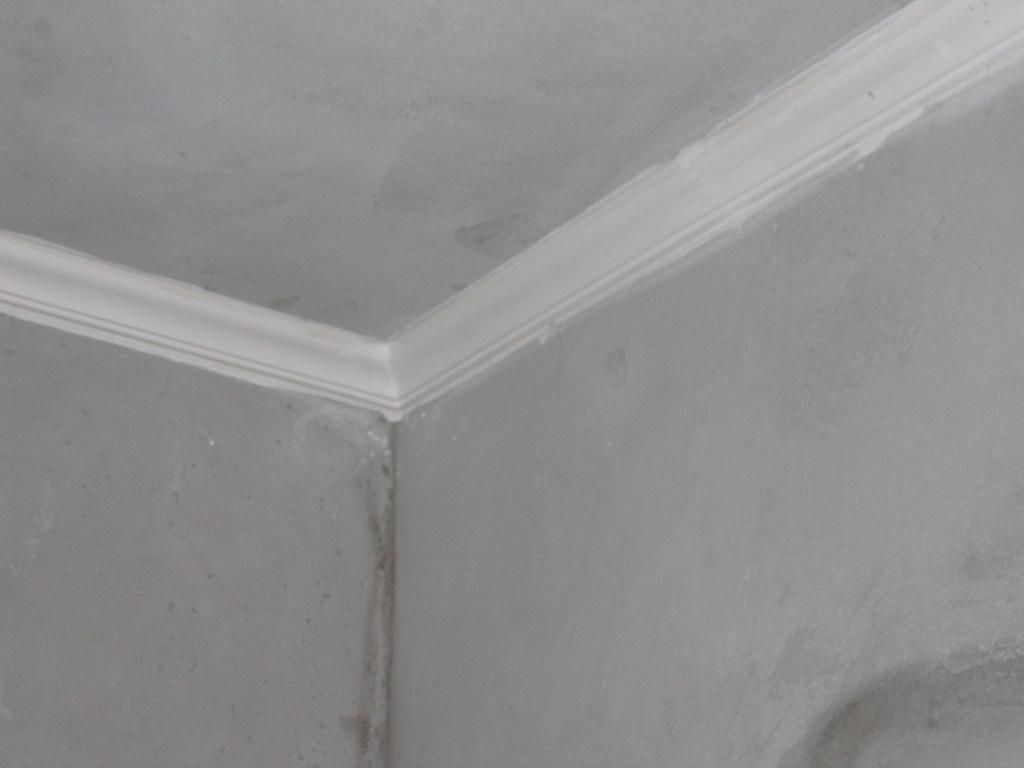 Não é essa moldura mas só para exemplificar a moldura é simples #5F5A55 1024x768 Banheiro Com Moldura De Gesso