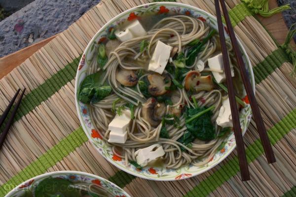 Soba Noodles w/ Tofu, Mushrooms & Spinach | www.girlichef.com