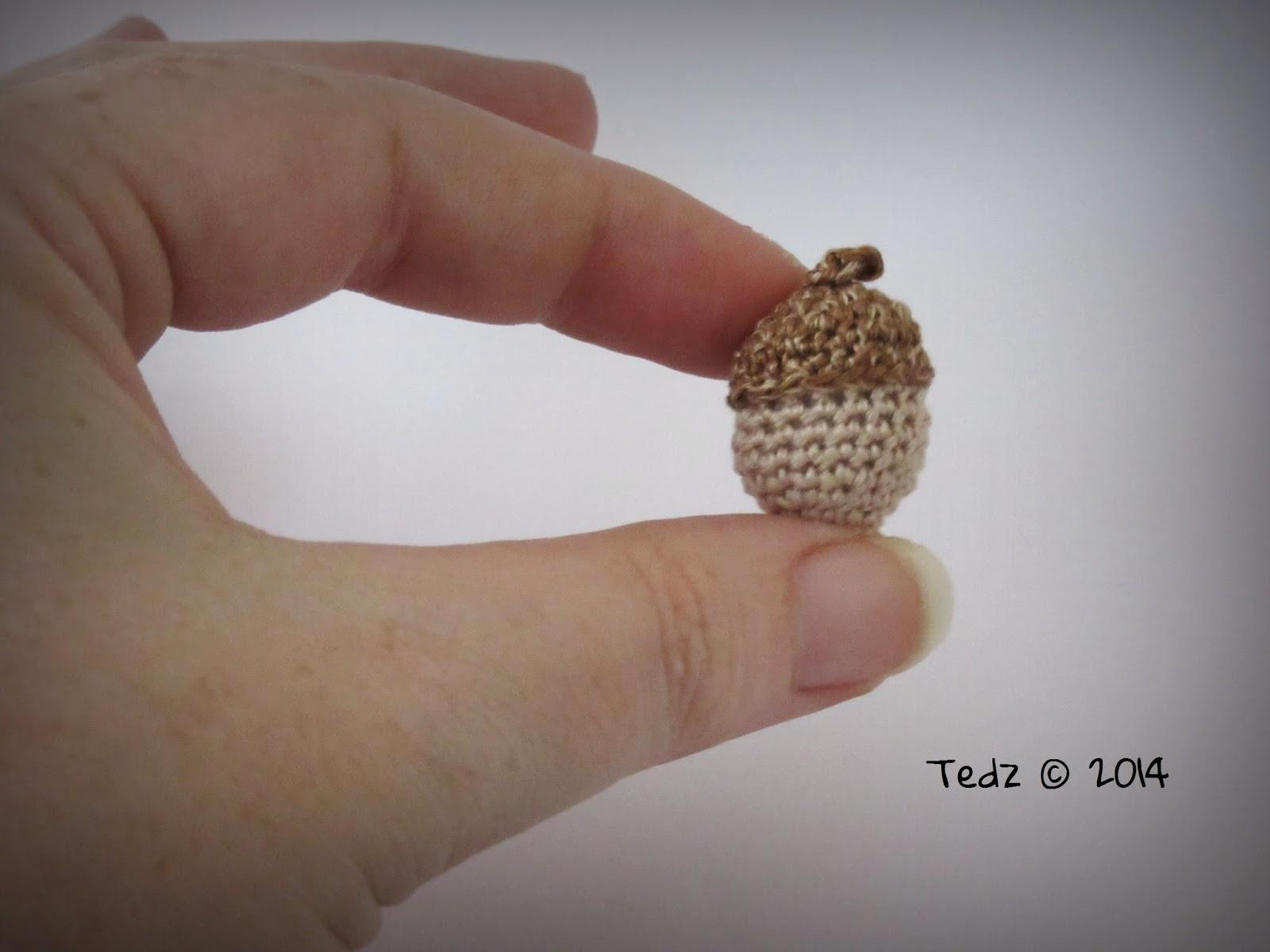 Free miniature acorn pattern