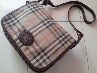 a36a793de42e pArT tiMe bUnDLe  Vintage Burberry Sling Bag (SOLD)