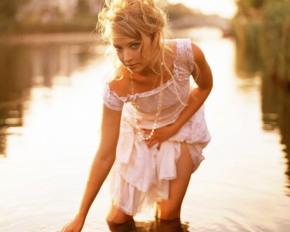 http://1.bp.blogspot.com/-oKr4wmX0gxo/TiYjvwsC0MI/AAAAAAAAEpE/70LC2GPr1Z8/s1200/Elisabeth-Harnois-in-Water.jpg