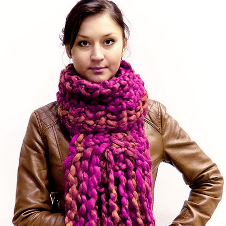 как да нося обемен плетен шал