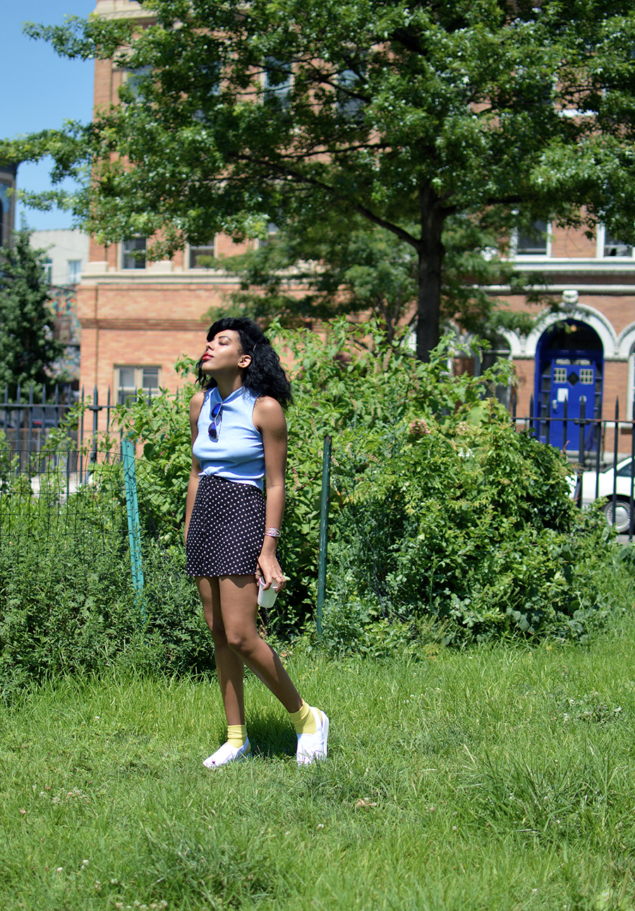 indie fashion blogger anais alexandre of down to stars in a h&m carefree summer outfit look and psychedelic alien reflective sunglasses from beacon's closet
