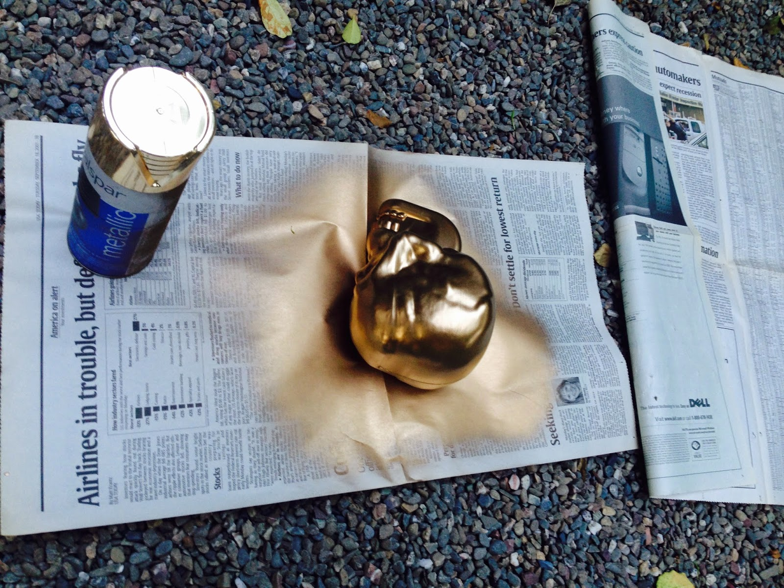 Diy skull bookend www.savvysydney.com #skull #gold #halloween #fun #diy #painting #bookend #craft #present #gift