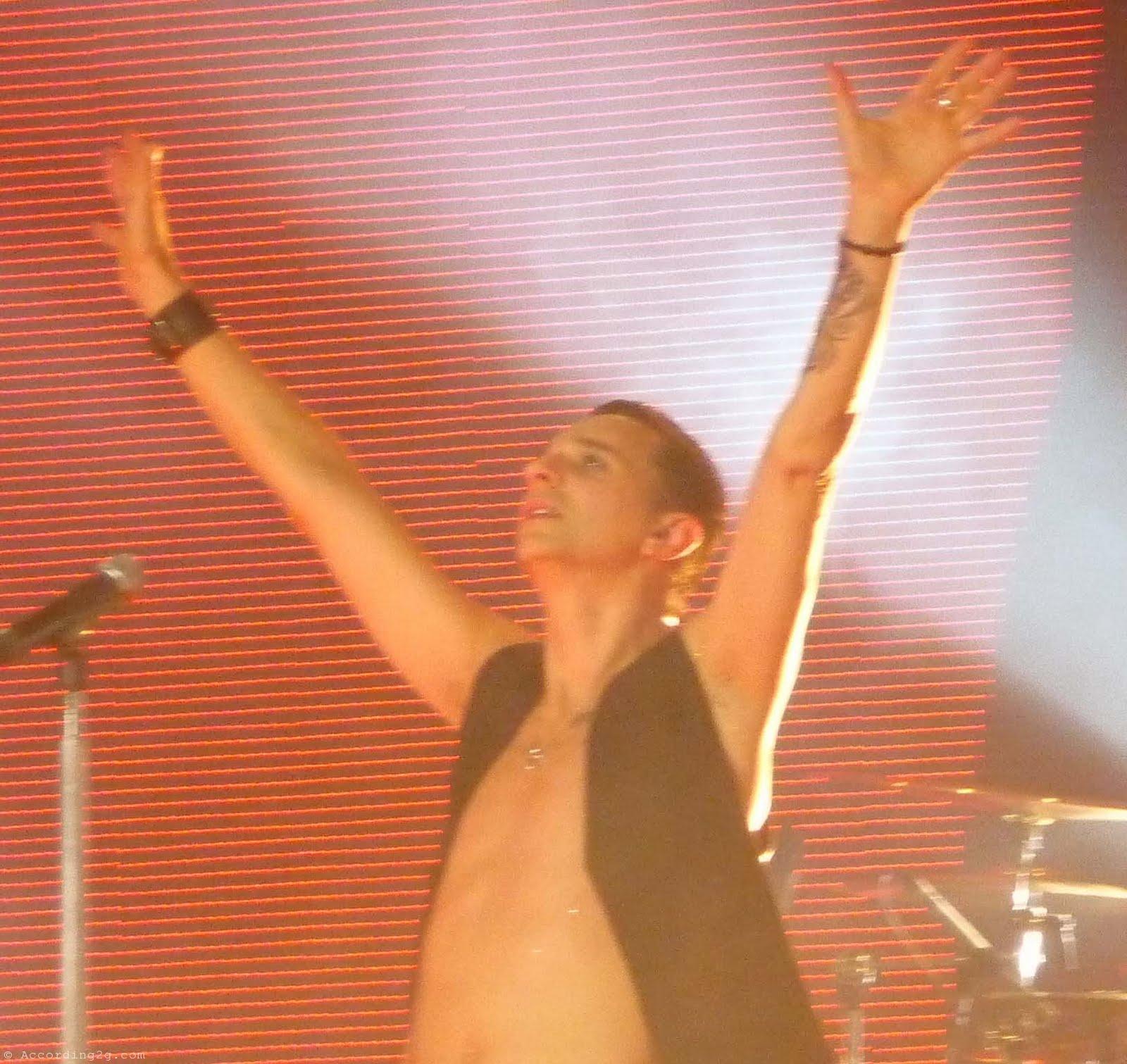 http://1.bp.blogspot.com/-oLyQbhhrPsU/TkgqY8AmiCI/AAAAAAAABl0/7_MosIhMfGg/s1600/Depeche-Mode-Live-DVD.jpg