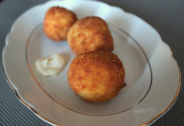Cocinando con las chachas bolitas de patata con pollo en lata - Cuanto tarda en cocer una patata ...