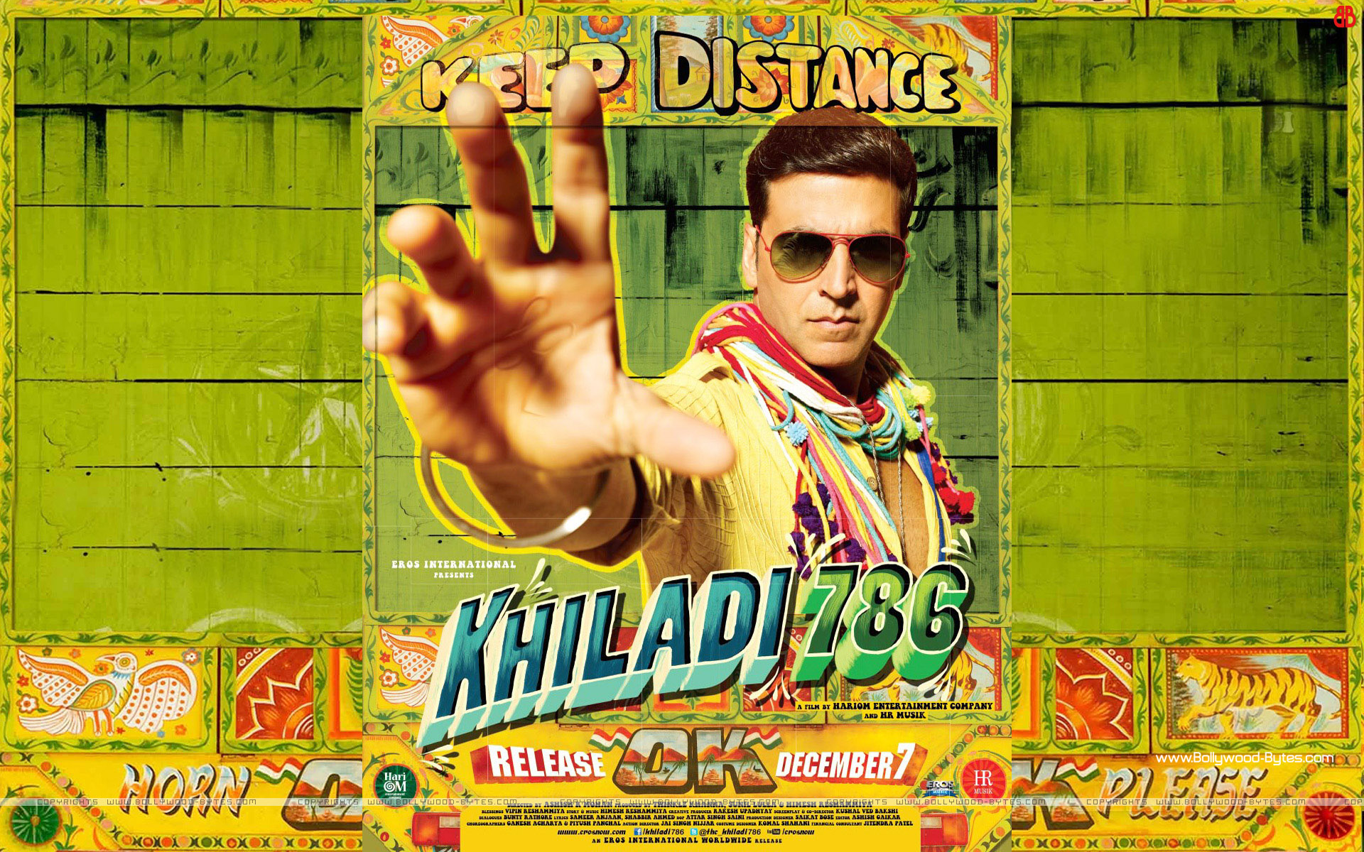 http://1.bp.blogspot.com/-oM2epJuVJlg/UG3cqUqkC5I/AAAAAAAAQ68/xCpMLSTj1SI/s1920/Khil%E2%80%8Eadi-786-+Akshay-Kumar-HD-Wallpaper-01.jpg