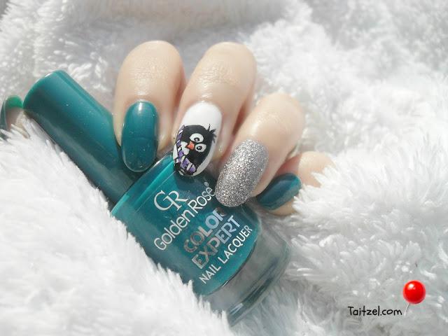 Model de unghii pentru Craciun Christmas nail art penguin