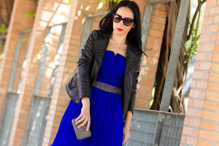 Estilismo con mini vestido palabra de honor en color azul para bautizos y comuniones de la blogger valenciana withorwithoutshoes