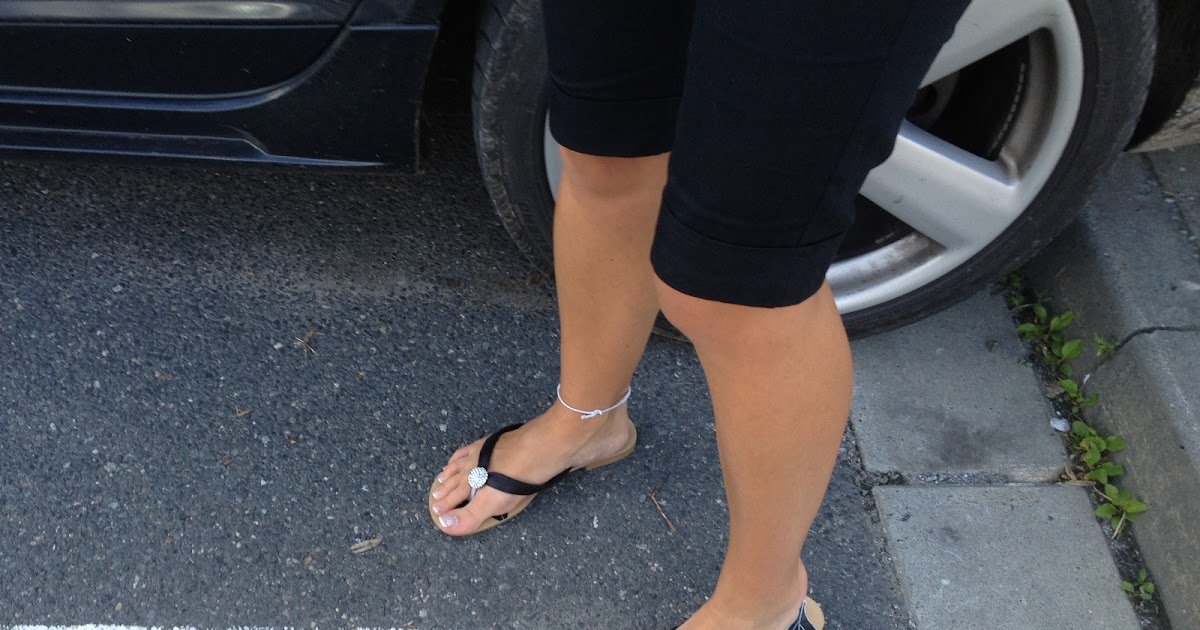 candid sexy feet  french pedicured toes in flip