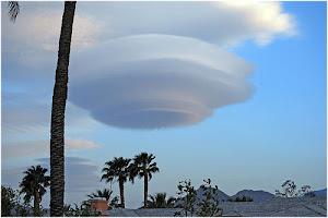 nube en forma de ovni