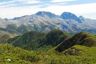 Teverga, ascensión al pico Ferreirúa, vista de los Fontanes y las Ubiñas