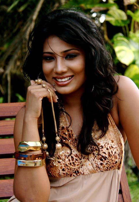 Sri Lankan Model Deena Thissera