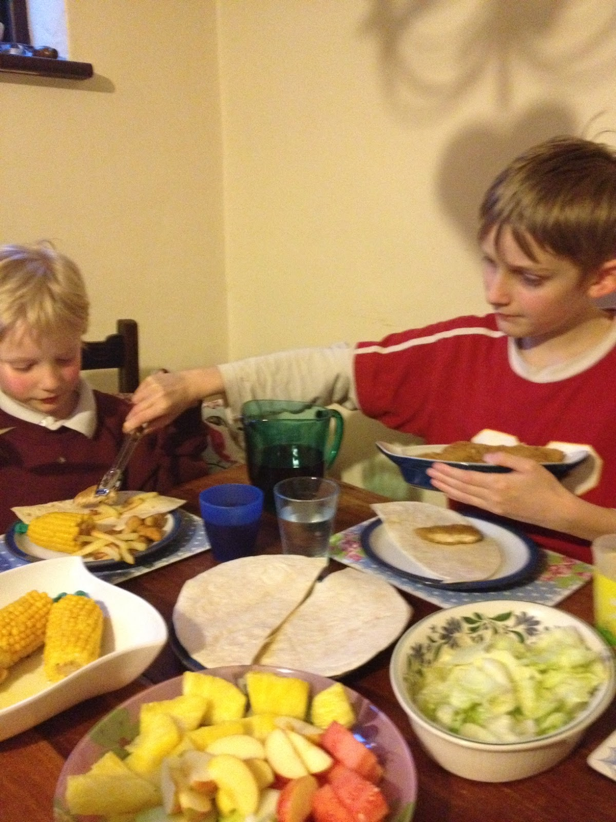 children making fajitas