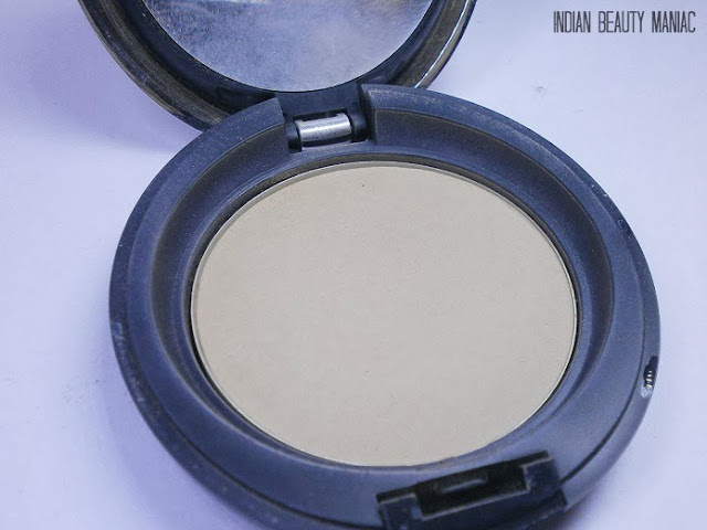 Body Shop All in One Face Base Double foundation in shade 04 close up