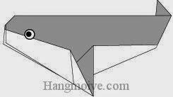Bước 9: Vẽ mắt để hoàn thành cách xếp con cá voi sát thủ bằng giấy theo phong cách origami.