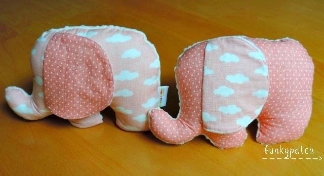 Peluches/cojines con forma de elefantitos
