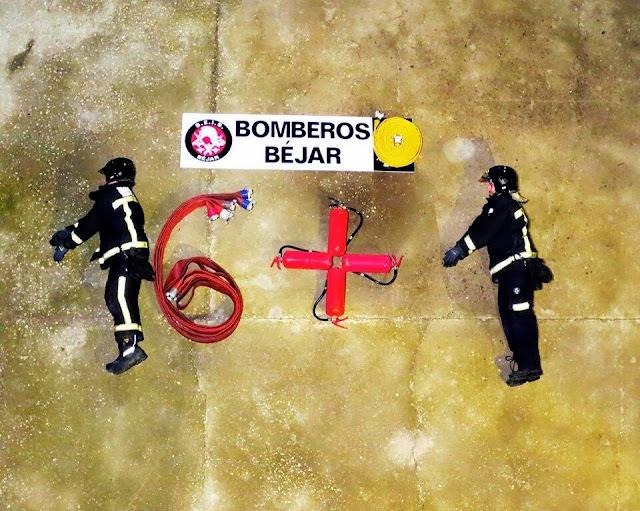 IMAGEN DE LOS BOMBEROS BEJARANOS SUMÁNDOSE A LA CAMPAÑA