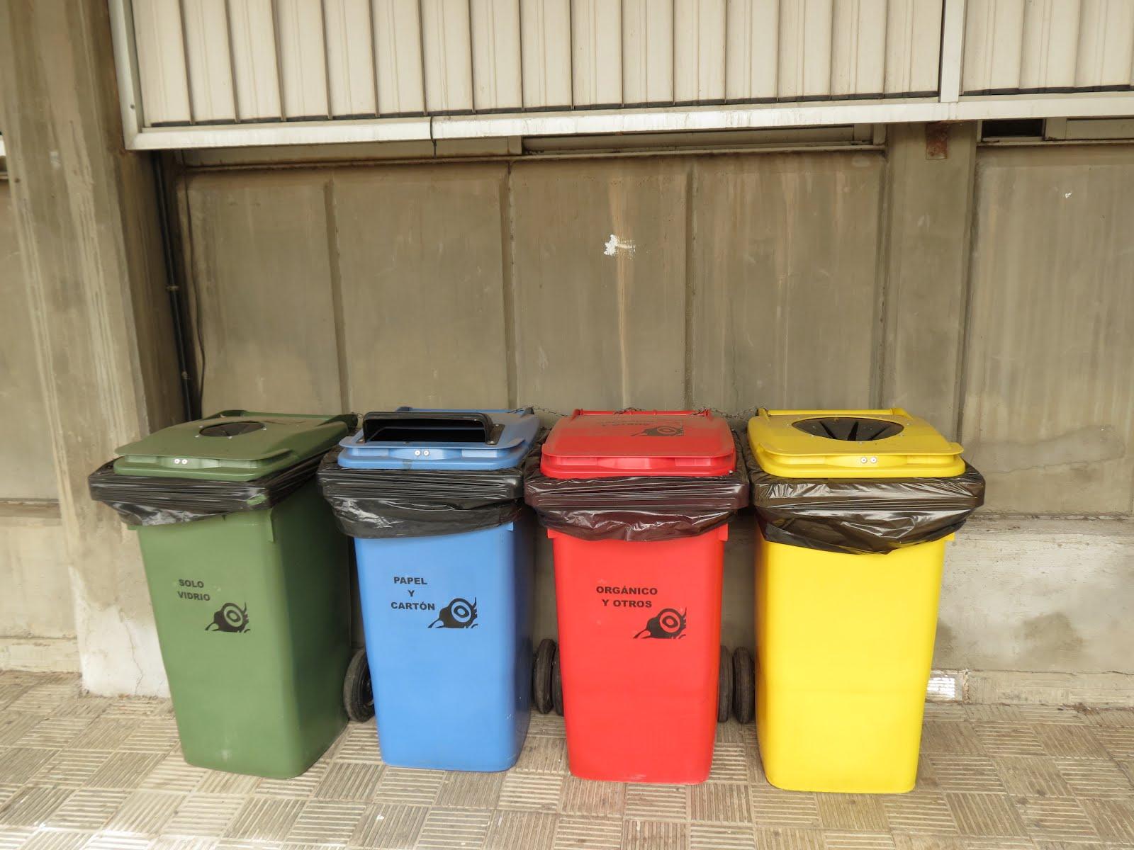 Identificaci n cubos reciclaje del centro comit for Cubos de reciclaje