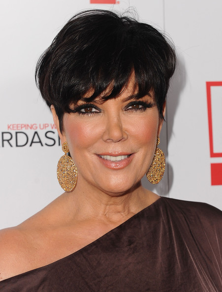 kris_jenner_hairstyle_pictures_Kris-Jenner-Short-Straight-Cut.jpg