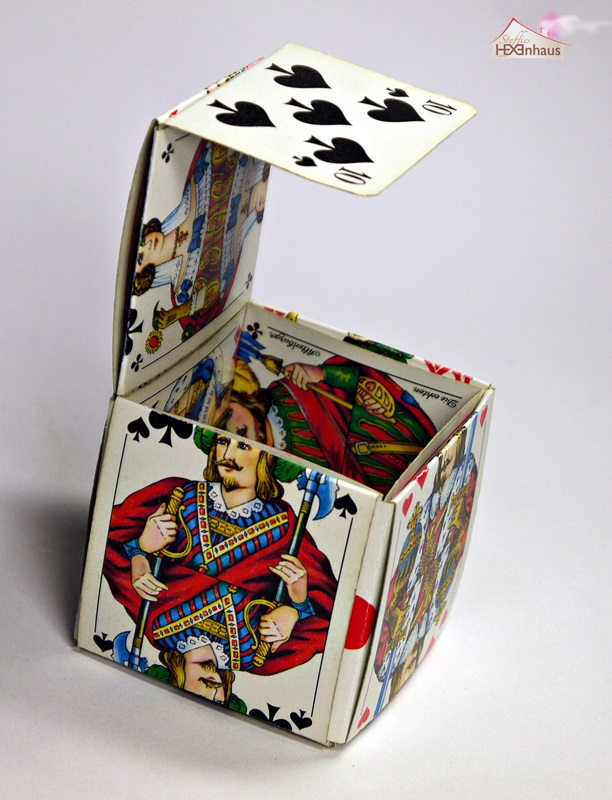 steffies hexenhaus box aus spielkarten ohne kleben. Black Bedroom Furniture Sets. Home Design Ideas