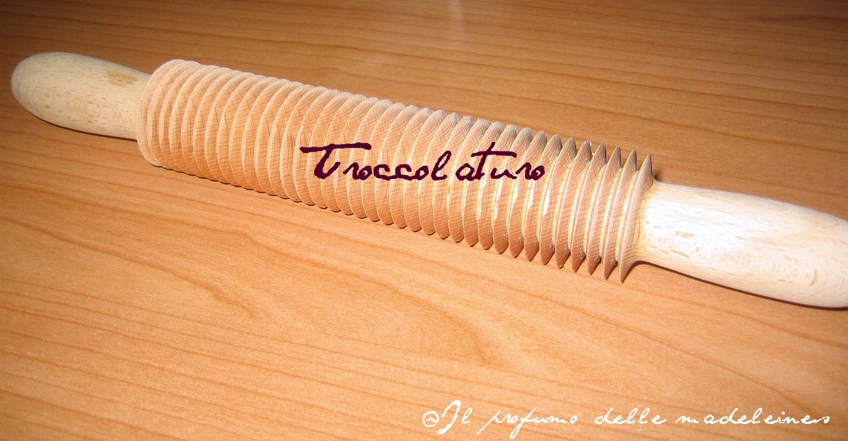 Eu0027 Uno Speciale Mattarello Per La Pasta, Con Una Particolare Trafilatura  Per La Preparazione Dei Troccoli Fatti In Casa.