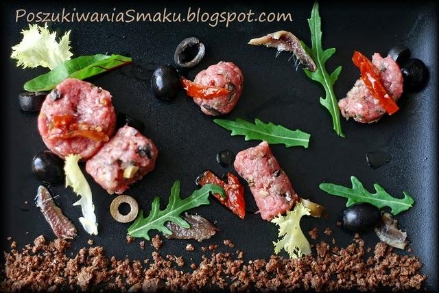 tatar wołowy z oliwkami, anchois i suszonymi pomidorami, u chłopaków