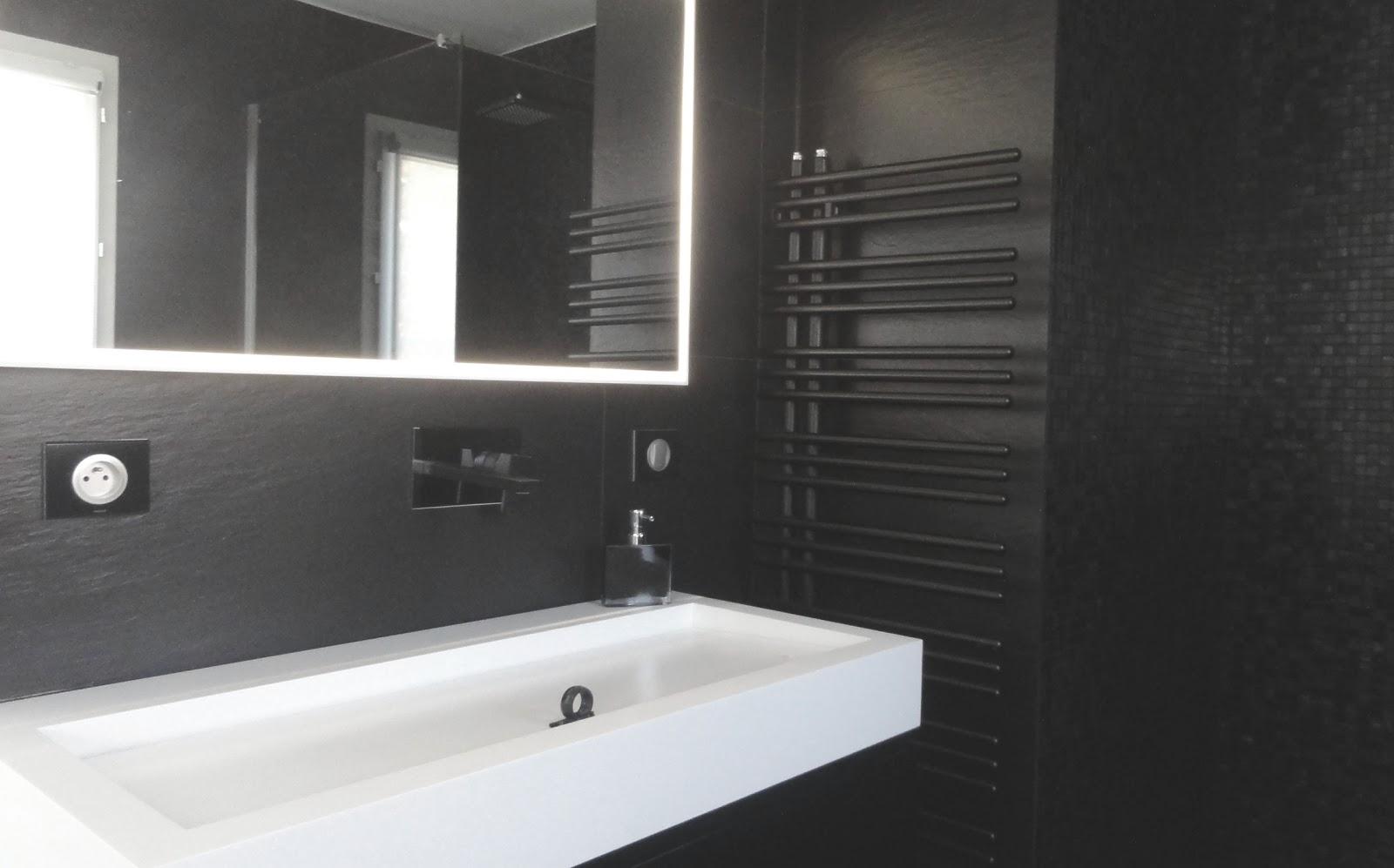Tapis salle de bain rouge for Salle de bain noir et rouge