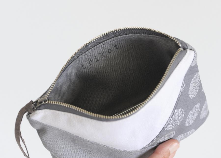 zip pouch grey