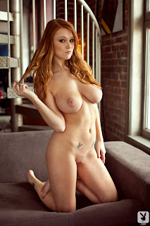 Leanna Decker Gets Naked