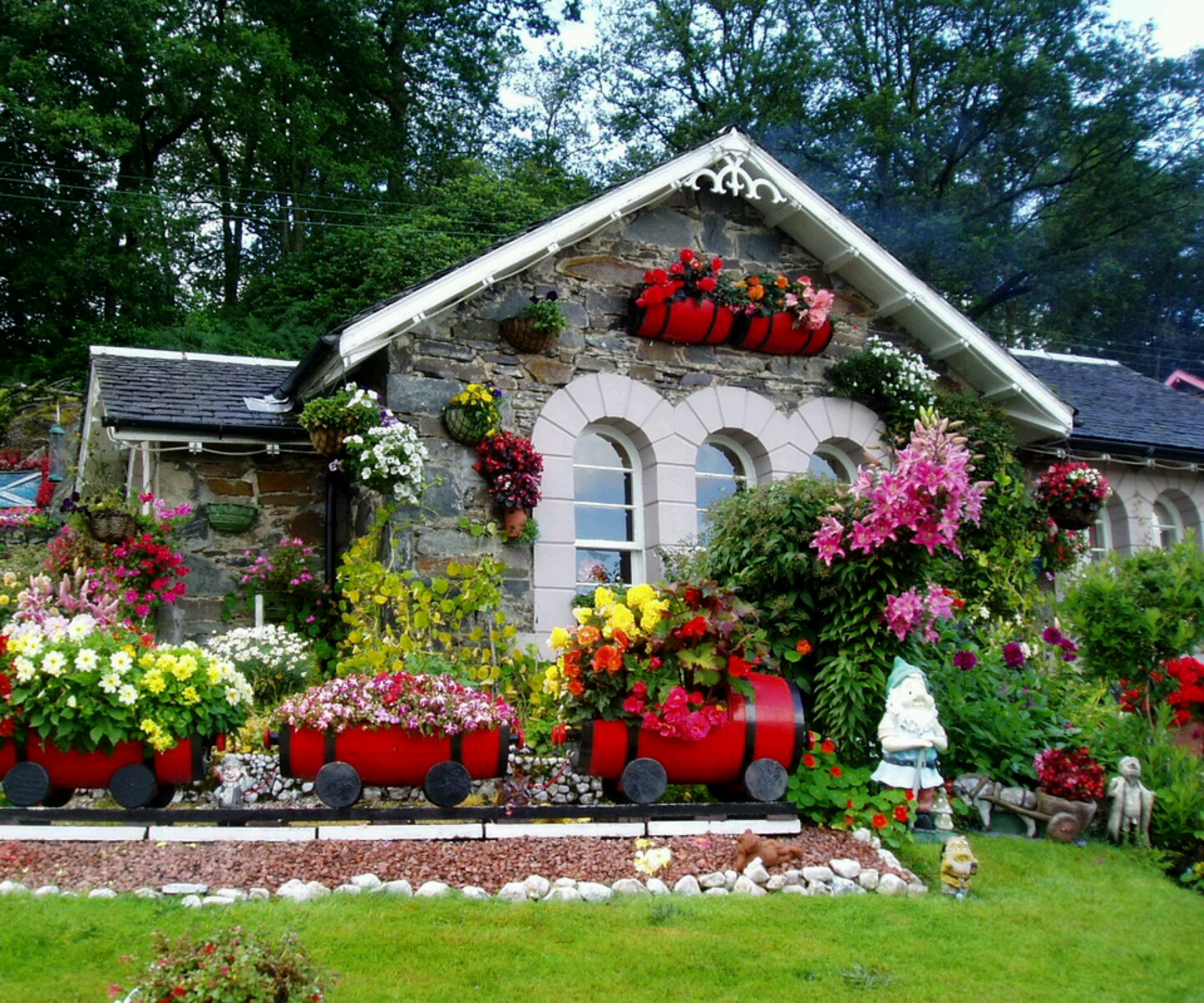 The House Beautiful Delectable With Homes with Beautiful Gardens Photo